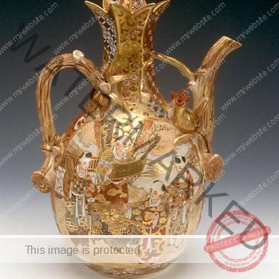 Satsuma Ware (Japan) Teapot Meiji Period,