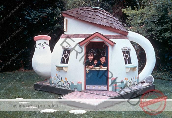 A teapot playhouse