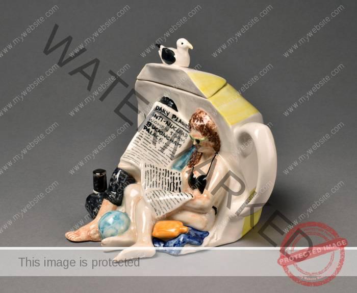 Quorn Pottery, Beach Scene